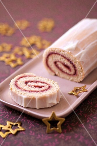 Express raspberry jam Christmas log rolled spong cake