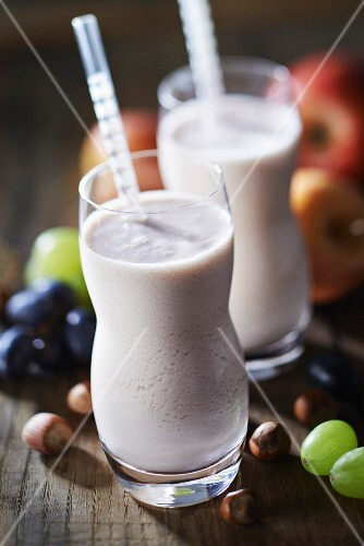 Apple, pear, grape, yoghurt and hazelnut powder smoothie