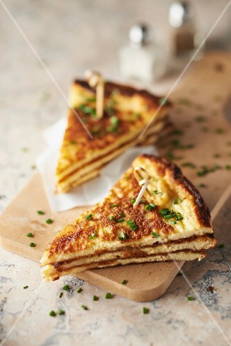 Camembert and chive club-omelette