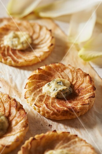 Apple and Fourme d'Ambert flaky pastry pies