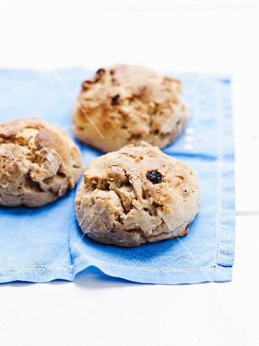Small raisin bread buns