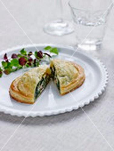 Individual salmon-spinach pie