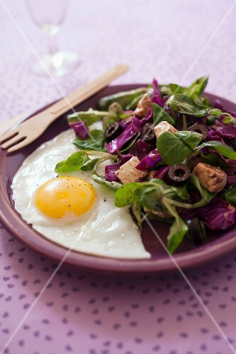 Fried egg with corn lettuce,red cabbage,feta and olive salad