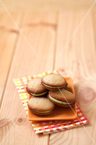 Avocado-white chocoate Whoopie pies