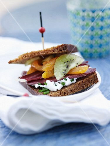 Smoked magret,kiwi,dried apricot and goat's cheese with chive gingerbread sandwich
