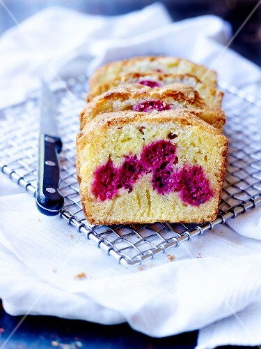 Amandine-raspberry cake