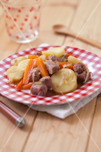 Chipolatas with carrots and potatoes
