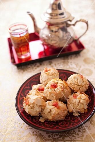 Mchewek,Algerian almond pastries