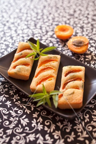 Apricot,verbana-citronella and olive oil Financiers