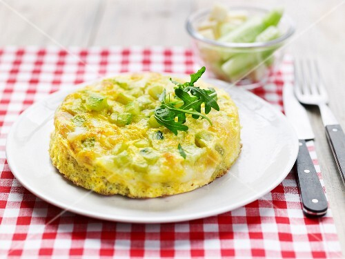 Spicy clafoutis with cucumber and Emmentaler
