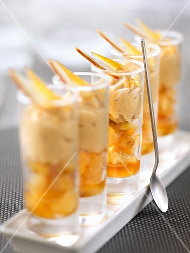 Caramelized apples with pralin