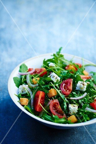 Rocket lettuce with feta and croutons