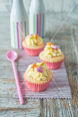 Cupcakes decorated with candies