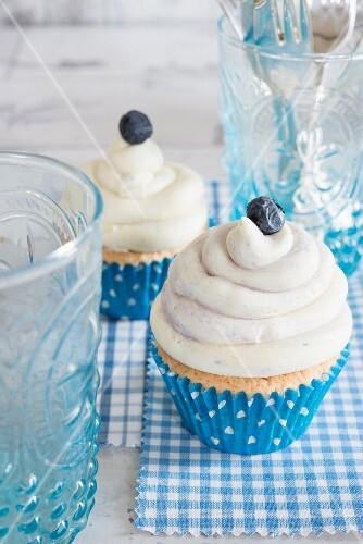 White chocolate and blueberry cupcakes