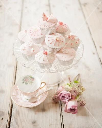 Presentation dish of cupcakes