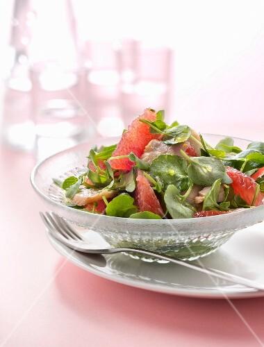 Purslane,tuna and grapefruit salad