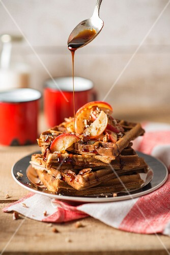 Chestnut flour waffles with apples and honey