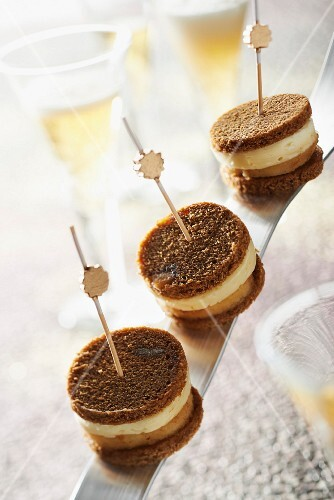 Gingerbread,stewed apple and Camembert bites