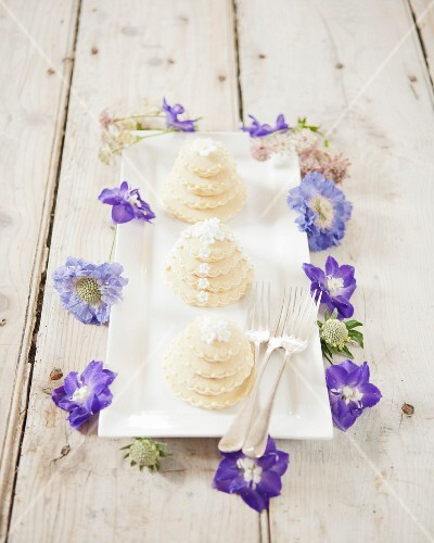 Decorated biscuit stacks and flowers