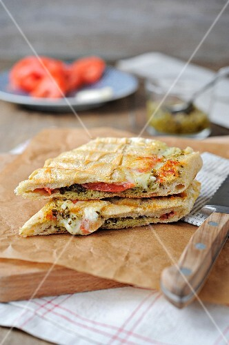 Tomate-mozzarella panini