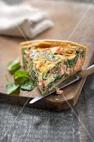 Salmon-spinach quiche
