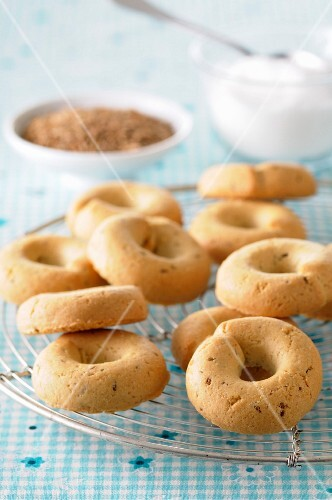 Crispy biscuits with anise seeds