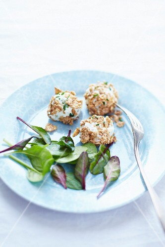 Goat's cheese balls rolled in muesli