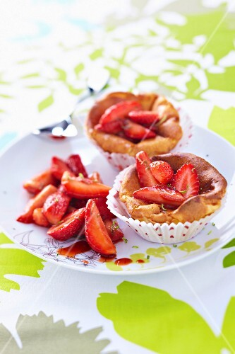 Small mascarpone and strawberry cakes