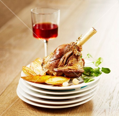 Knuckle of lamb braised with honey