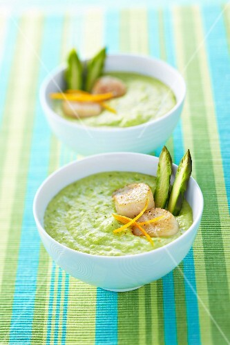 Cream of green asparagus soup with scallops and orange zests