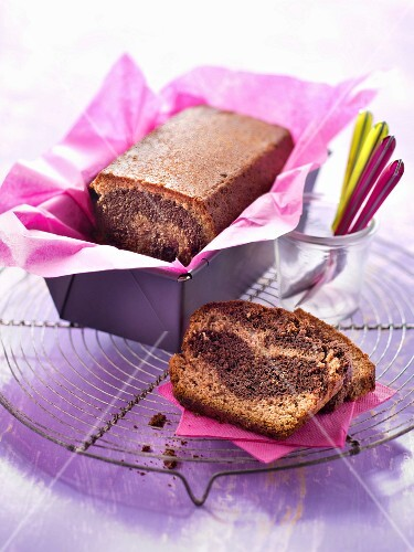 Almond-flavored marble cake