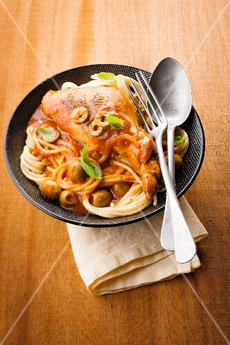 Rabbit with olives and spaghettis