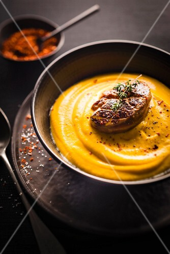 Creamed pumpkin with pan-fried foie gras with mixed spices