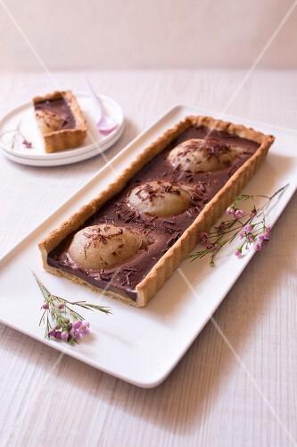 Pear-chocolate pie