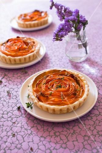 Individual carrot savoury tarts