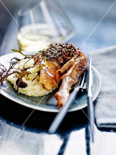 Stuffed quinea-fowl with olives and truffles, mashed potatoes