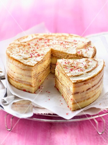 Pancake and lemon-flavored confectioner's custard layer cake