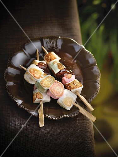 Marshmallow brochettes a la plancha with chocolate sauce