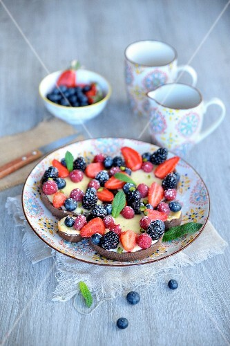 Chocolate cheesecakes with berries