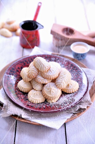 Maamouls stuffed with figs