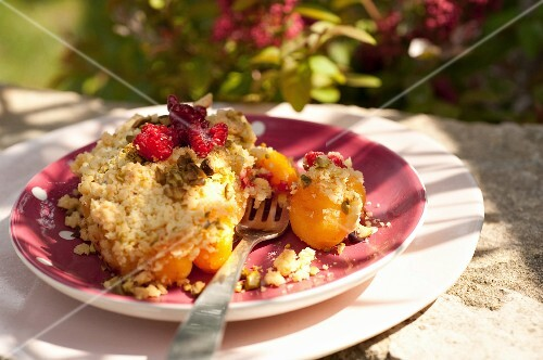 Apricot,raspberry and pistachio crumble