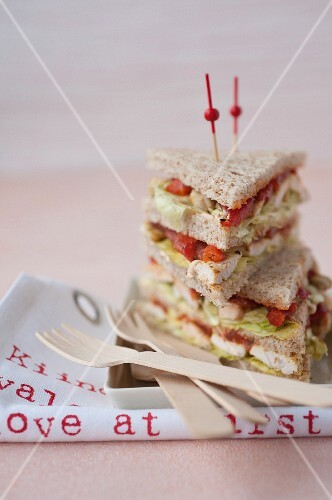 Grilled pepper,chicken and curry cream Oriental club sandwich