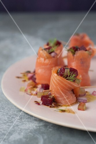 Salmon and beetroot makis