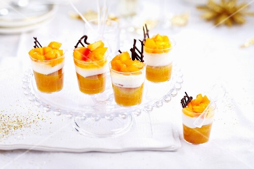 Mango and cream desserts