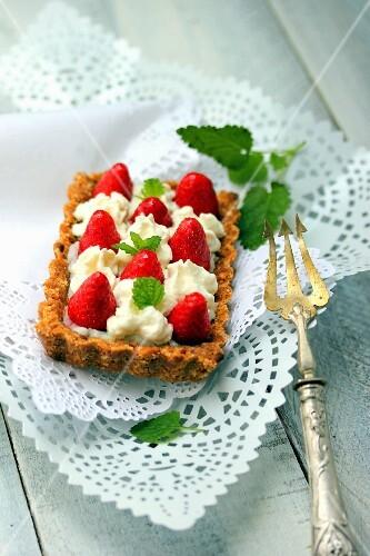Bake-free strawberry and cream tart