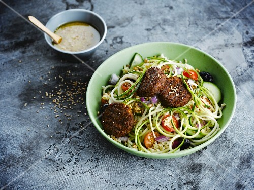 Crushed wheat and vegetable salad with falafels