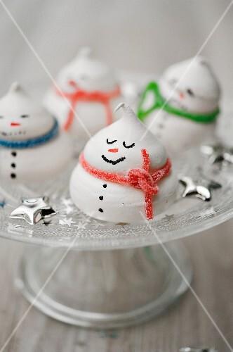 Snowmen meringues