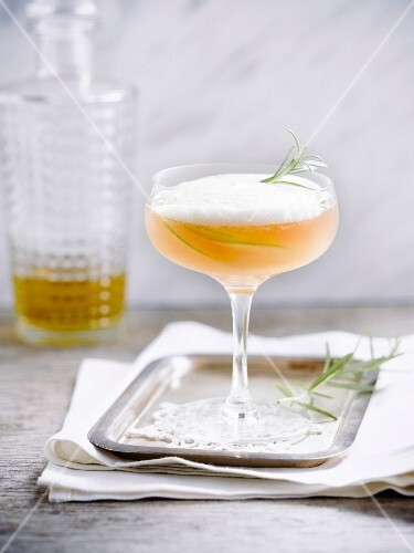 Apple and thyme cocktail