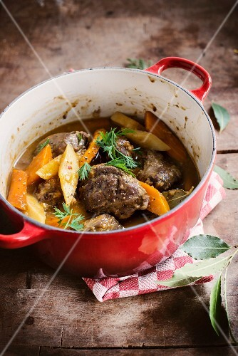 Pork's cheeks and carrot stew with bay leaves