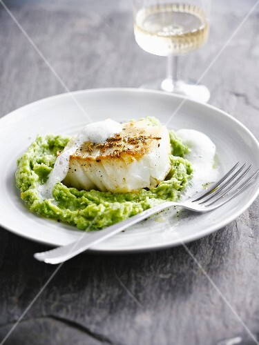White fish with pureed peas and broccoli